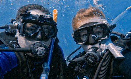 Two scuba divers underwater. REW Computing offers eDiscovery support for Newmarket, Toronto, the GTA, and Ontario, Canada.